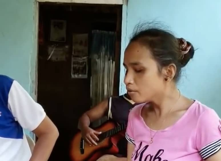 blind girl sings Whitney Houston