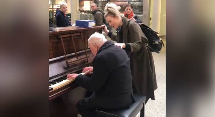 91-year-old pianist joined by singer for beautiful duet