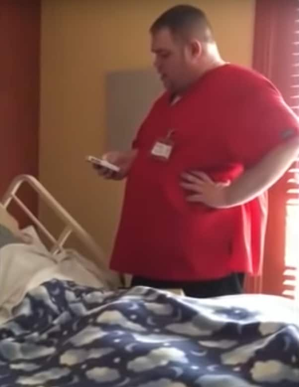 Nurse sings to dying patient